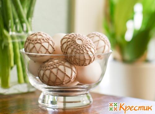 Яйця у жупанчику, плетеному гачком