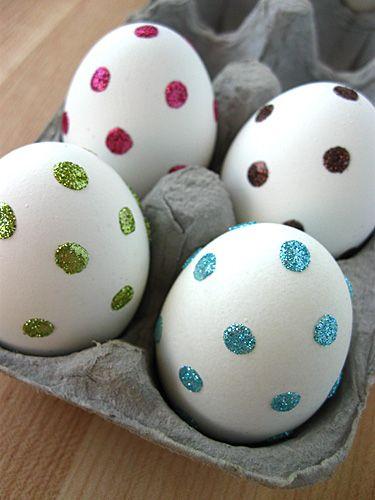 Яйця з блискучими крапочками