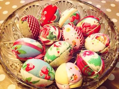 Яйця у стьобаній тканині