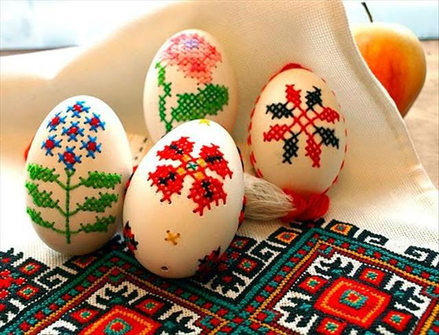 Вишивка на яйцях